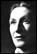 biography of elizabeth bowen essay The early life of elizabeth elizabeth tudor was born on 7 september 1533 in greenwich palace her father was henry viii and her mother was anne boleyn the elizabethan era (1558-1603) was one of prosperity for england living standards for the rich and the middle class rose substantially.